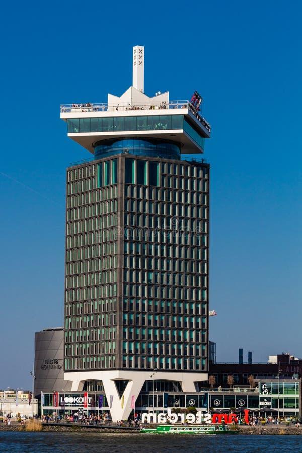 En vändande utkikpunkt i Amsterdam med en fantastisk takgunga royaltyfria bilder