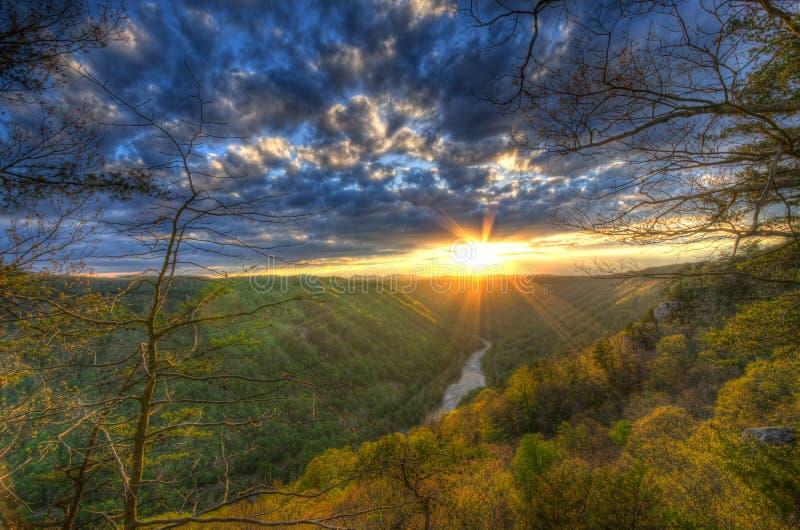En vårsolnedgång på skönhetberget i West Virginia arkivbild