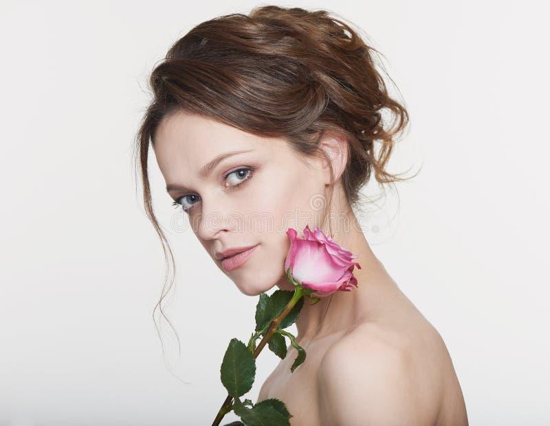 En vacker kvinnas skönhetsbild royaltyfri foto