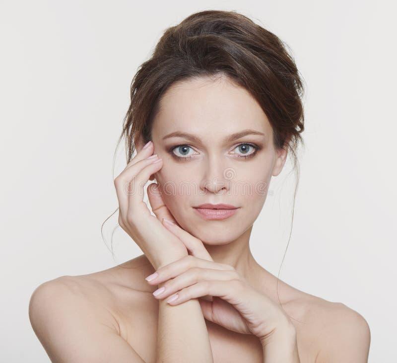 En vacker kvinnas skönhetsbild fotografering för bildbyråer