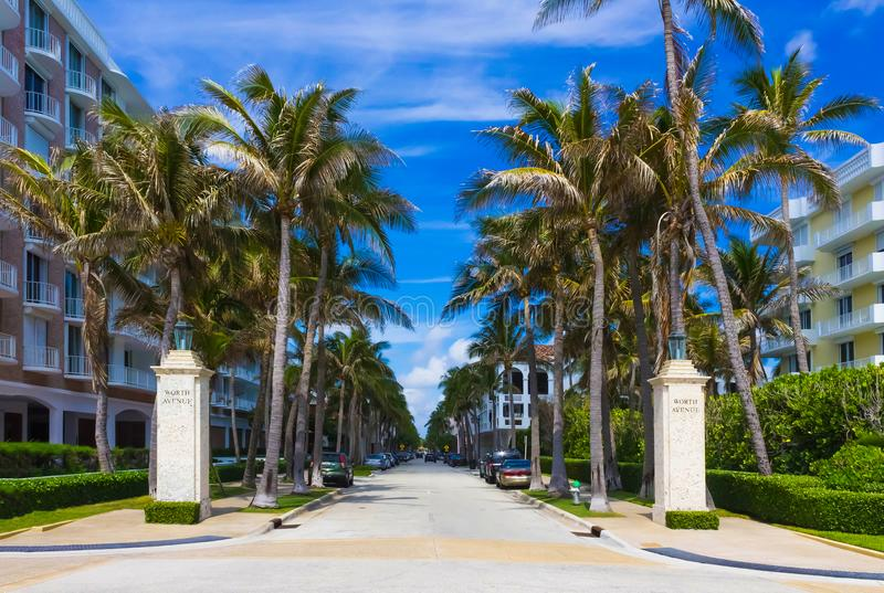 En valeur l'avenue, Palm Beach, la Floride, Etats-Unis photographie stock