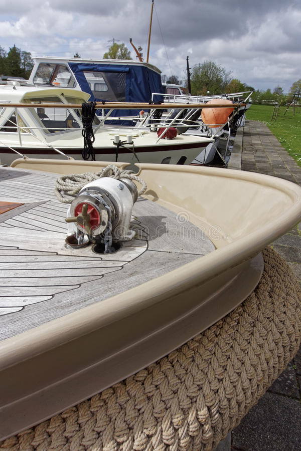 En vev på en motorbåt royaltyfri foto