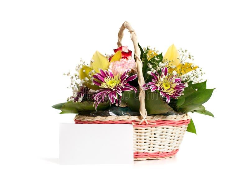 En vide- korg av att blomma blommor royaltyfria bilder