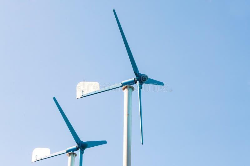 En vindturbingenerator, källa för alternativ energi royaltyfri foto