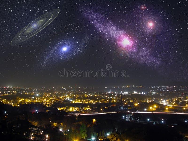 Galaxer i nattskyen arkivfoto