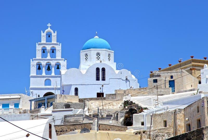 En vit kyrka i Santorini, Grekland arkivbilder