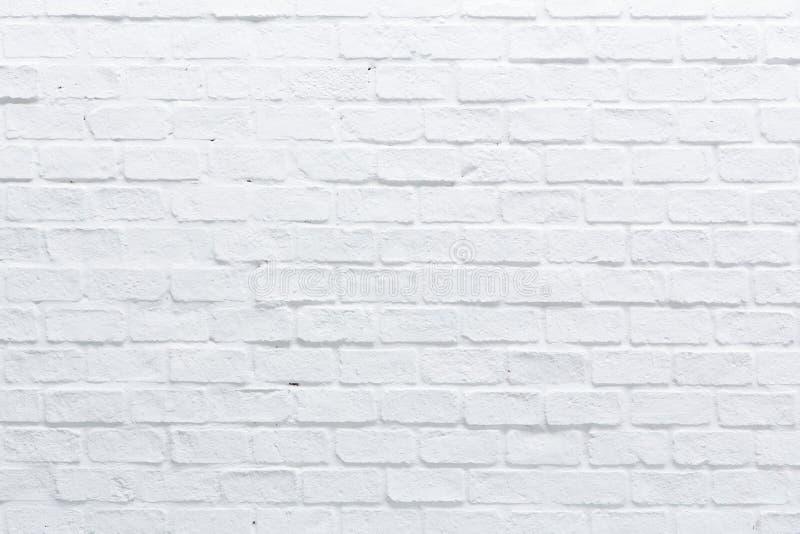 En vit tegelstenvägg arkivfoton