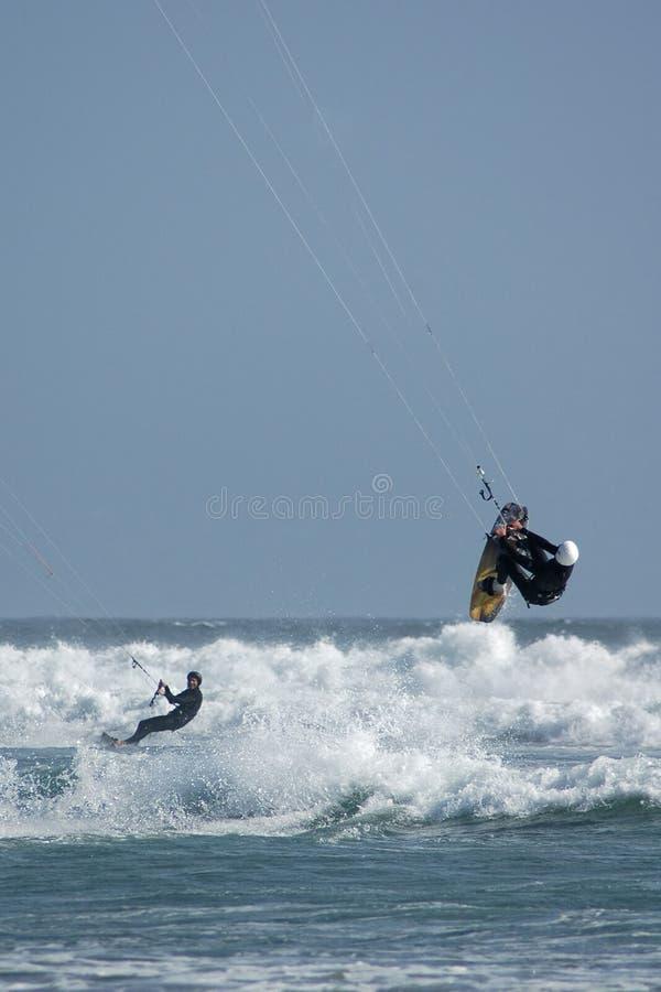 En vlieger Surfers die berijdt springt royalty-vrije stock fotografie