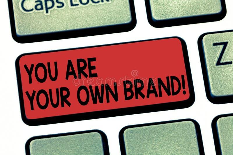En vous écrivant à apparence de note soyez votre propre marque Émotion de présentation de perception de photo d'affaires de l'aut image stock
