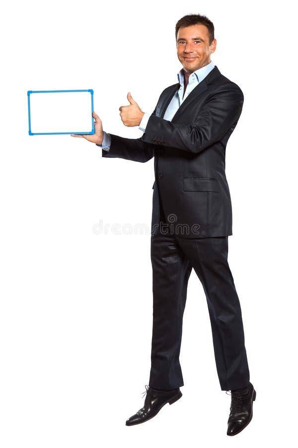 En whiteboard för visning för banhoppning för affärsman hållande royaltyfria bilder