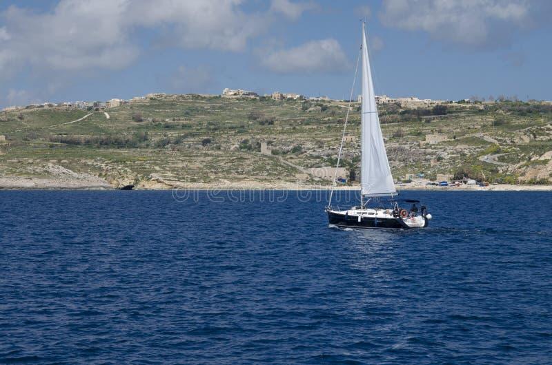 En yacht på en kryssning fotografering för bildbyråer