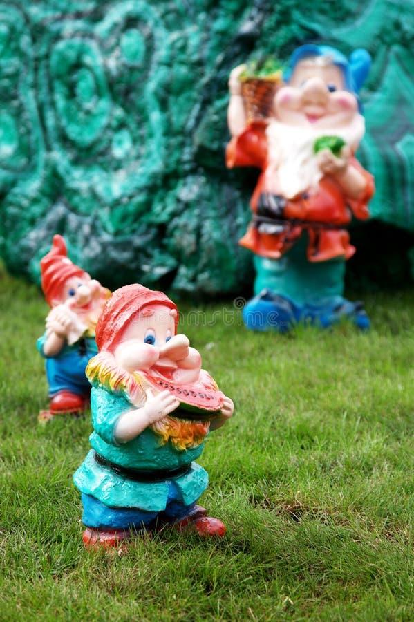 Enanos del jard n foto de archivo imagen de suerte for Enanos jardin