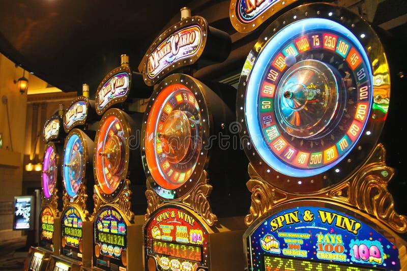 Enarmade banditer i det nya York-nya York hotellet och kasinot i Las Vegas arkivbilder