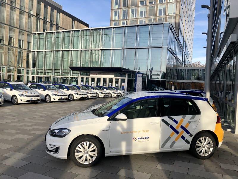 EnBW Energie Baden Wuerttemberg présente sa flotte de voitures électriques dans ses locaux photos libres de droits