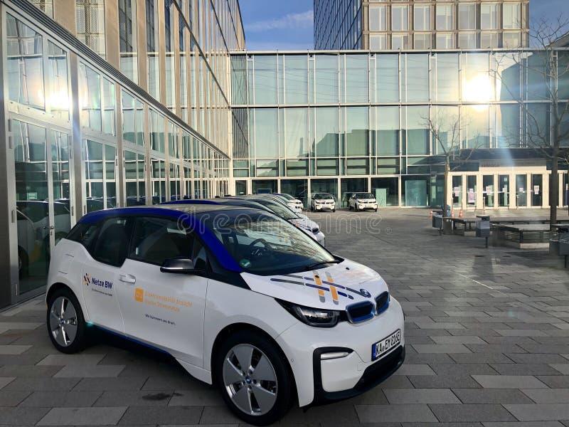 EnBW Energie Baden Wuerttemberg présente sa flotte de voitures électriques dans ses locaux images libres de droits
