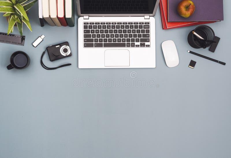 Encabeçamento aéreo do herói da mesa de escritório da vista imagens de stock