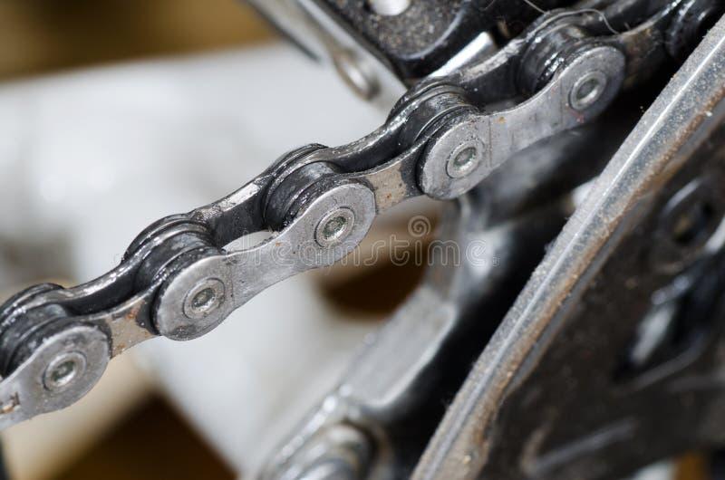 Encadenamiento de la bici imagenes de archivo