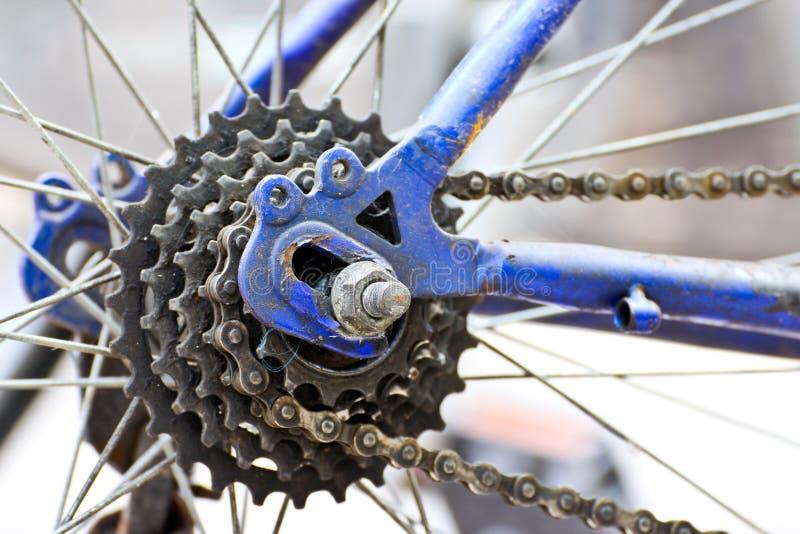Encadenamiento de la bicicleta fotos de archivo libres de regalías