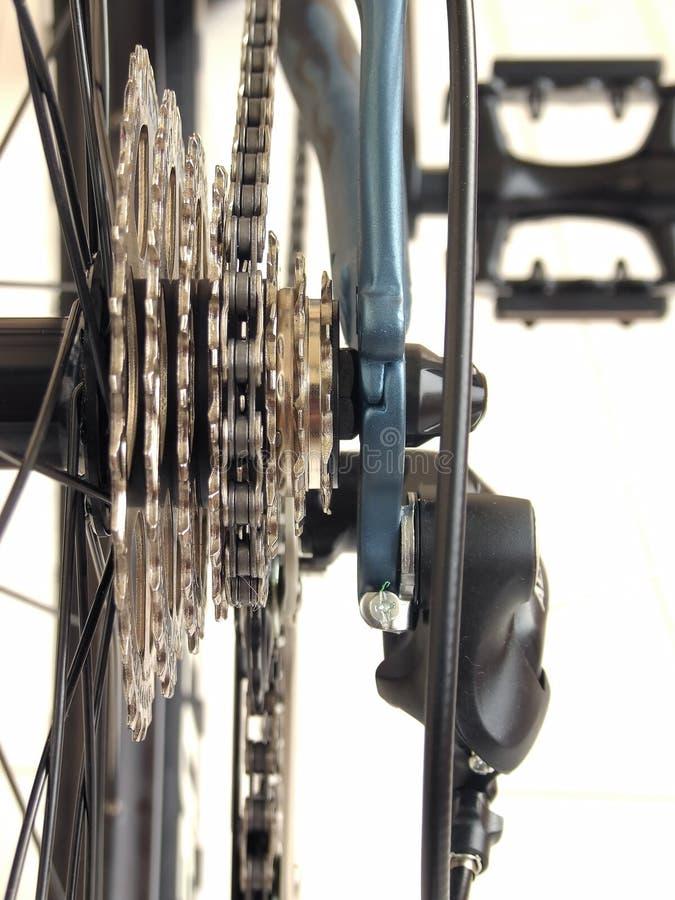 Encadenamiento y ruedas dentadas en la bicicleta fotos de archivo libres de regalías