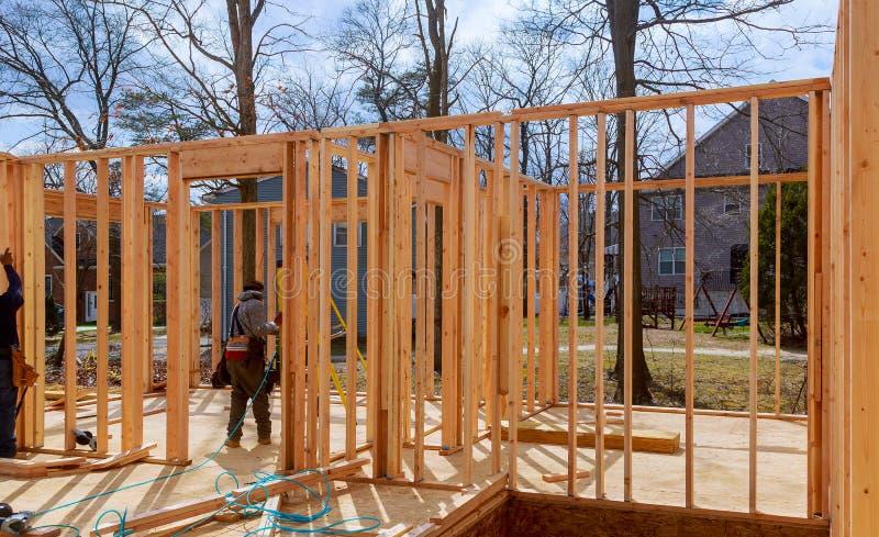 Encadrement intérieur d'une nouvelle maison en construction photographie stock