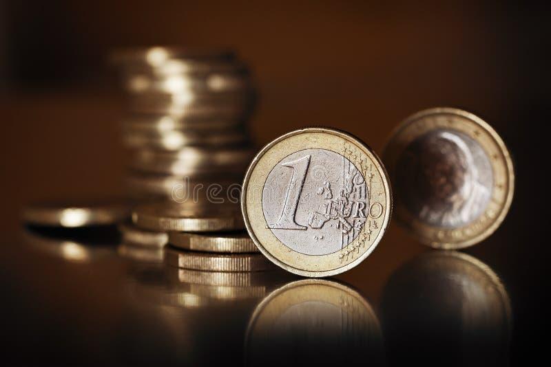 encaissez l'euro corde de note d'argent de l'orientation cent des euro cinq photographie stock libre de droits