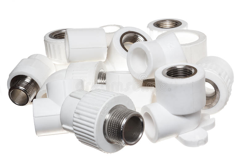 Encaixes do polipropileno (PVC) no fundo branco foto de stock