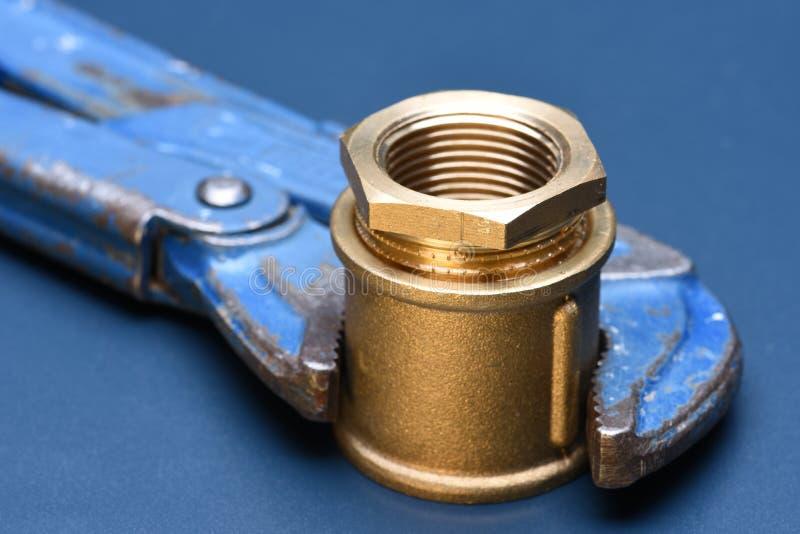 Encaixes e chave de bronze imagem de stock royalty free