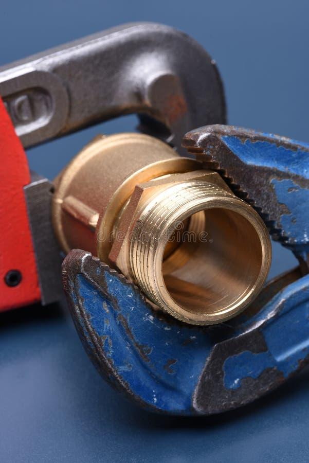 Encaixes e chave de bronze fotografia de stock royalty free