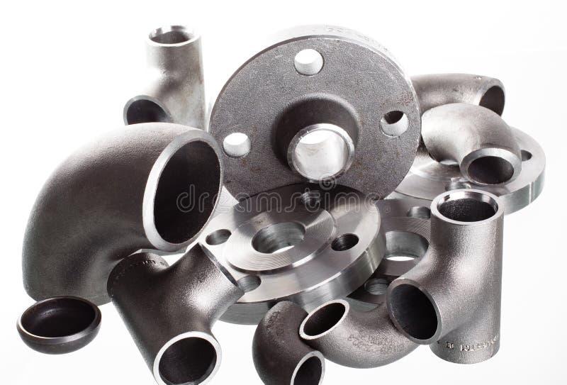 Encaixes e conectores da soldadura de aço Cotovelo, flanges e T fotos de stock