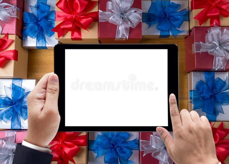 ENCAJONE el regalo y pequeño regalo envueltos, los presentes y la Navidad, hombre fotografía de archivo