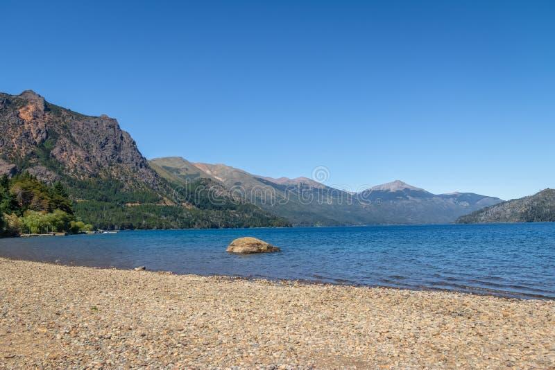 Encalhe em Nahuel Huapi Lake em Bariloche do centro - Bariloche, Patagonia, Argentina fotos de stock