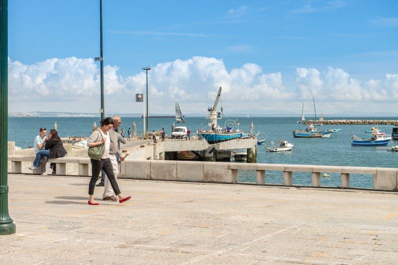 Encalhe na baía de Cascais, uma cidade portuguesa fotos de stock