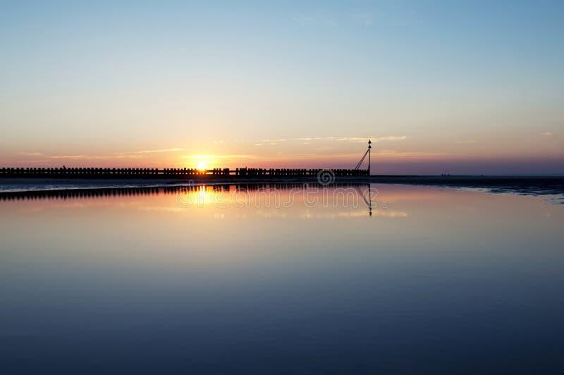 Encalhe no por do sol bonito, Wangerooge, Alemanha. fotos de stock royalty free