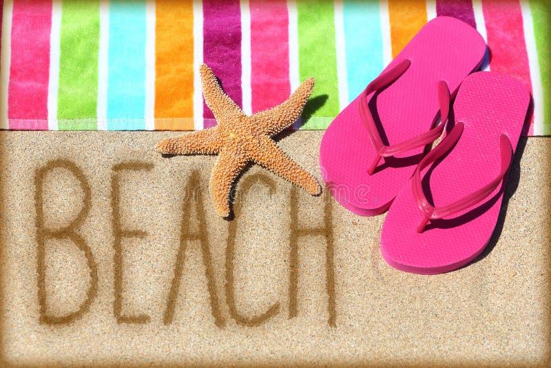 Encalhe o conceito das férias - exprima escrito na areia imagens de stock royalty free