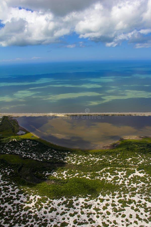 Encalhe o paraíso, praia maravilhosa, praia na região de Arraial fazem Cabo, estado de Rio de janeiro, Brasil Ámérica do Sul fotografia de stock