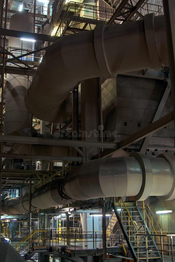 Encanamento da distribuição de ar em um central elétrica térmico fotografia de stock
