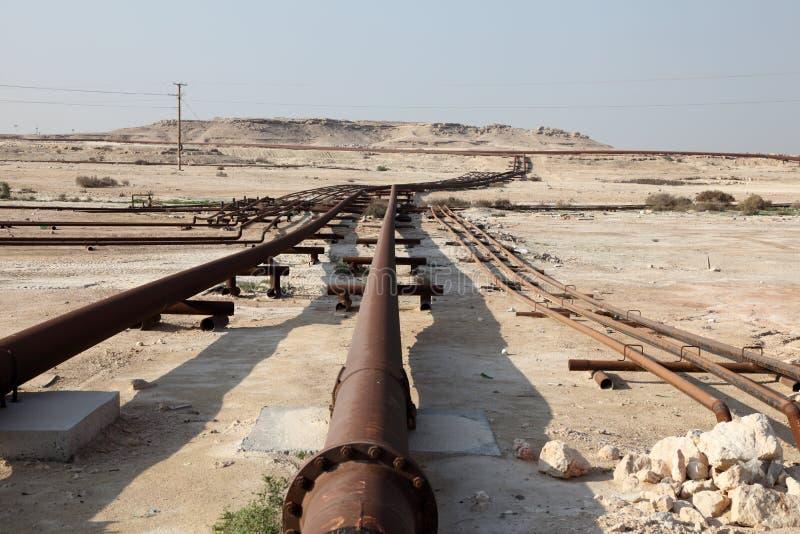 Encanamento do petróleo e gás no deserto imagens de stock royalty free