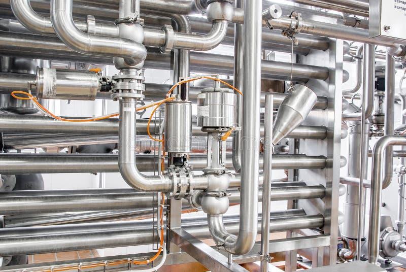 Encanamentos de aço inoxidável, um sistema para líquidos de bombeamento ou fotos de stock