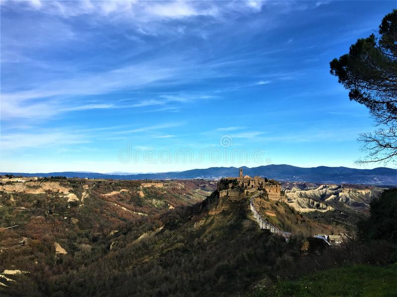 Encantando a paisagem e a cidade de Civita di Bagnoregio fotos de stock royalty free