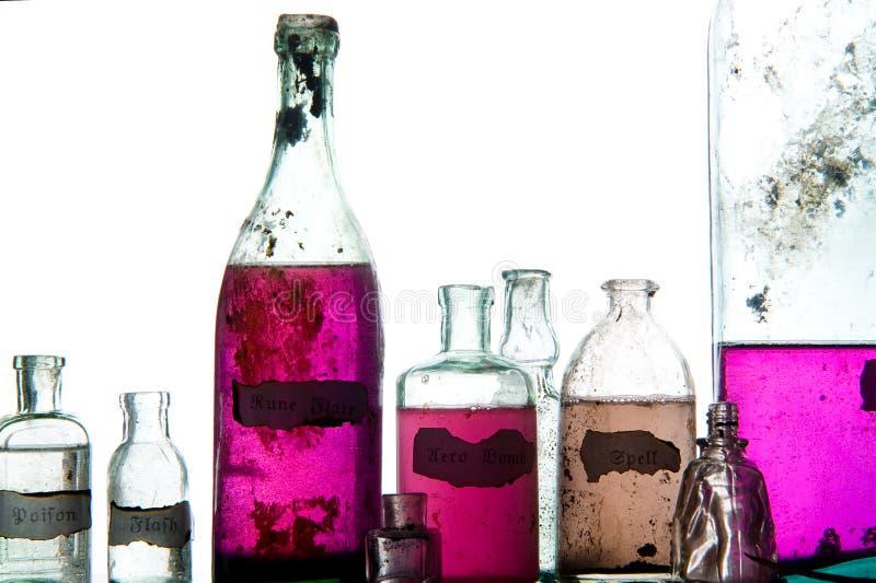 Encantos mágicos en botellas antiguas imagen de archivo libre de regalías