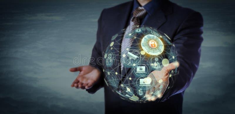 Encargado Holding un modelo formado globo virtual de IoT foto de archivo libre de regalías