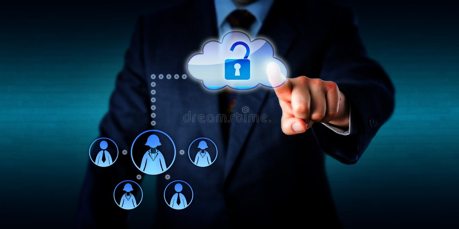 Encargado Unlocking Access To un trabajo Team Via Cloud imagenes de archivo