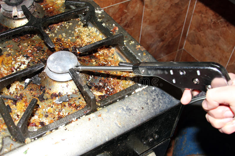Encendedor De Gas Con La Cocina Sucia Imagen de archivo - Imagen de ...