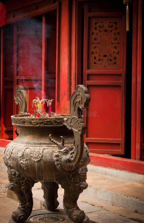 Encens au temple photo libre de droits