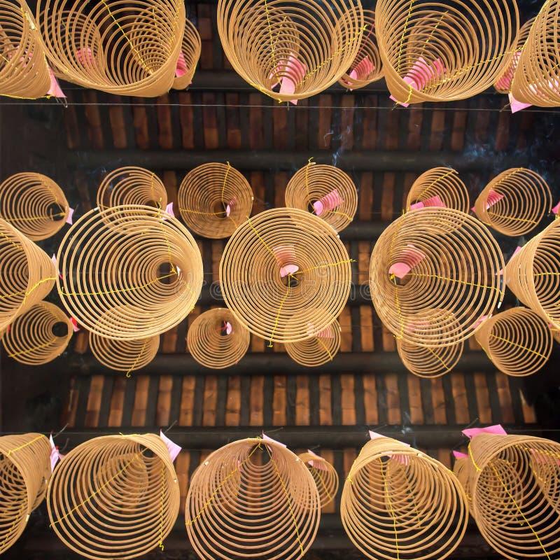 Encens en spirale dans le temple de Ho Chi Minh City photographie stock libre de droits