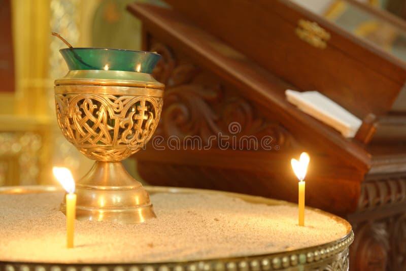 Encensoir et bougies ?glise, Bari, Italie foi photographie stock libre de droits