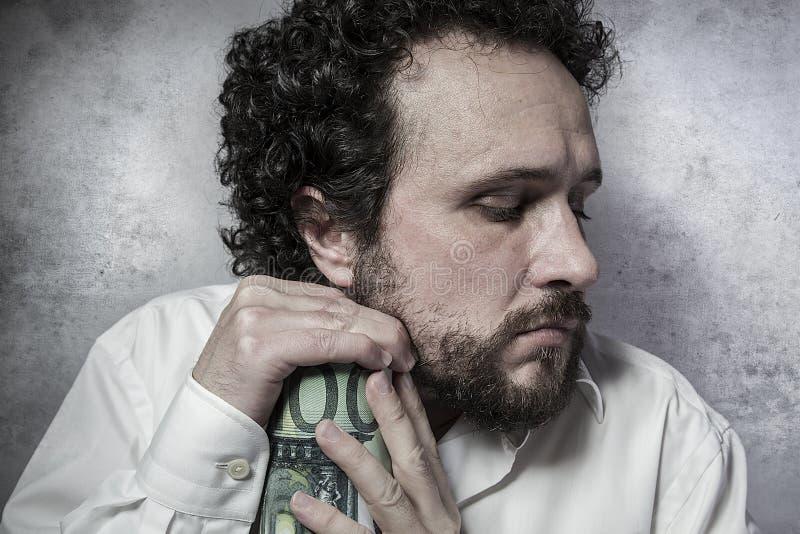 Encentmynt-klämma snål affärsman, sparande pengar, man i vit s arkivfoto