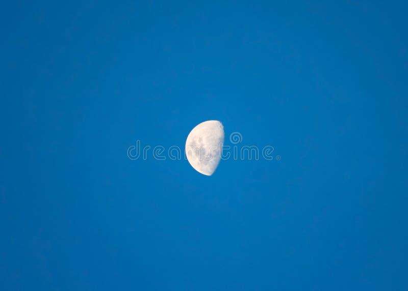 Enceramento brilhante grande da lua gibbous imagens de stock