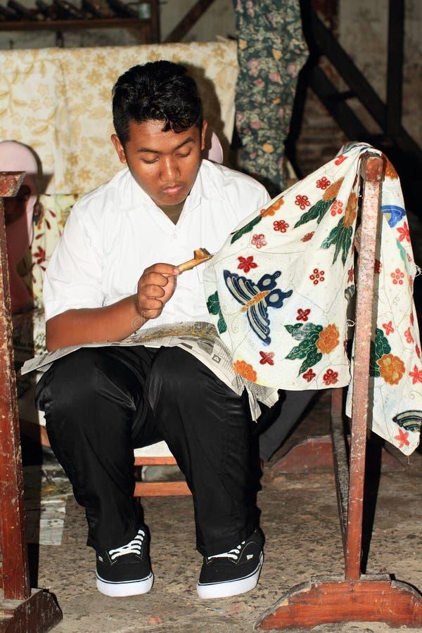 Encerar colores en el batik foto de archivo