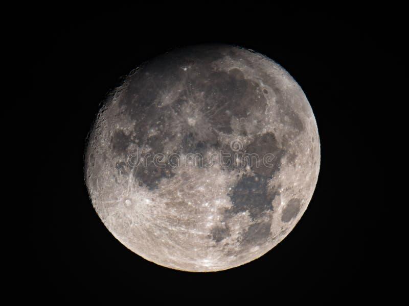 Encerar la luna gibosa imagen de archivo